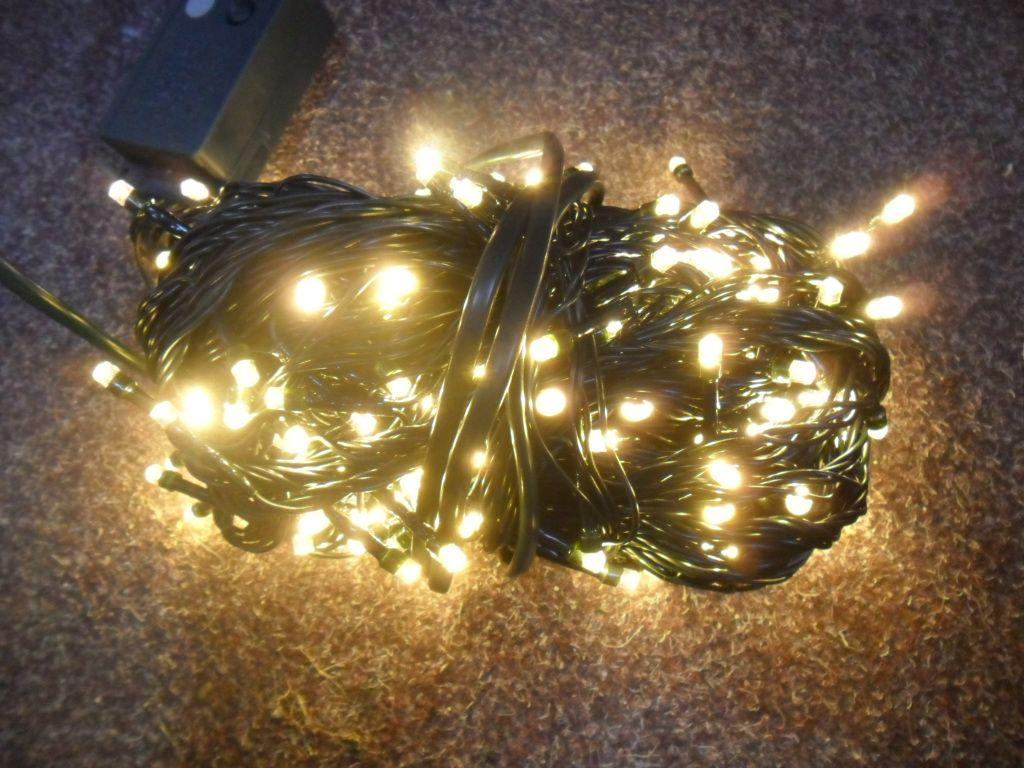 VÁNOČNÍ OSVĚTLENÍ 300 LED -TEPLE BÍLÉ ZD, BLIKAČKY