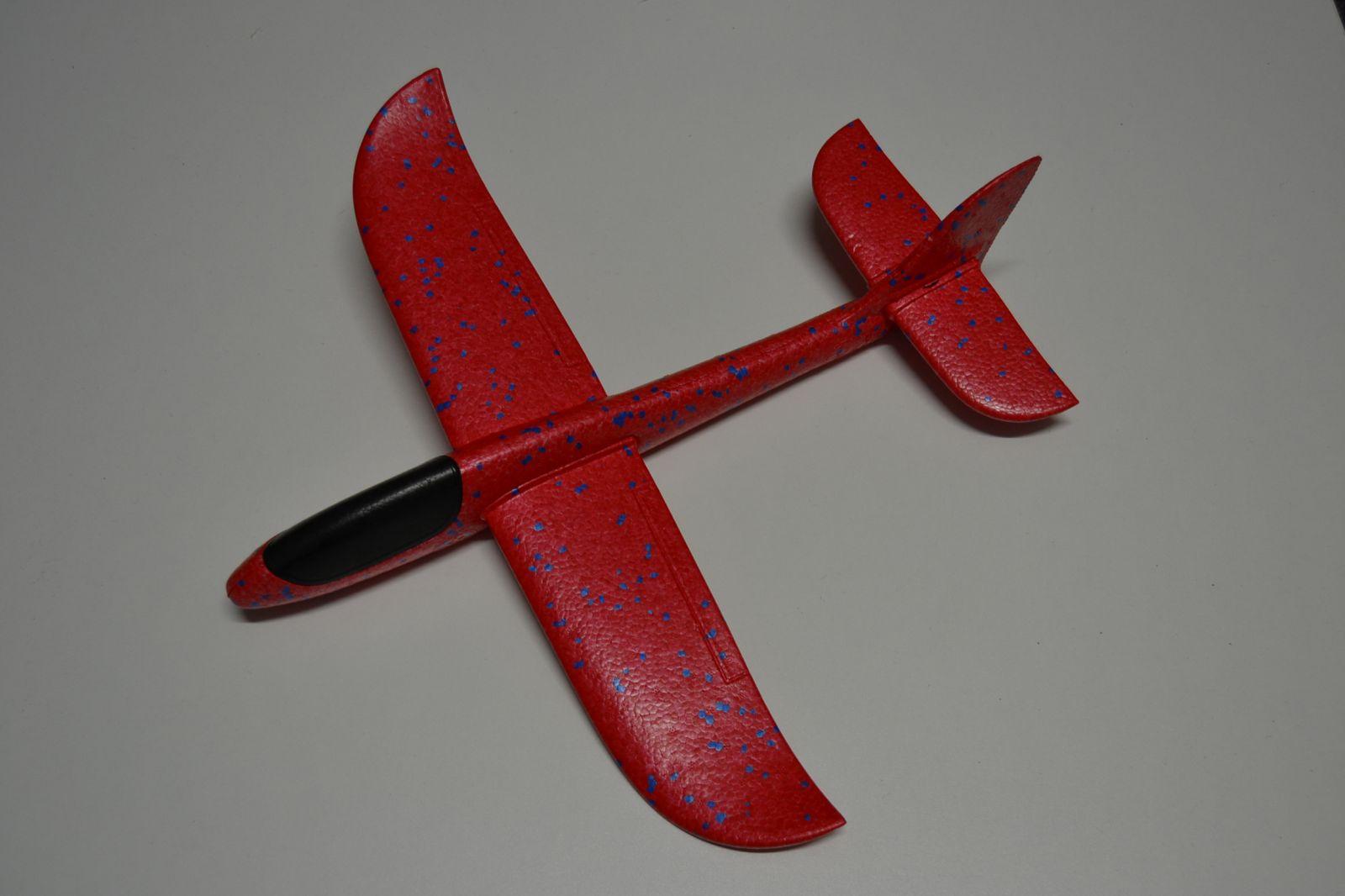 Házecí letadlo z tvrzeného polystyrenu, házedlo