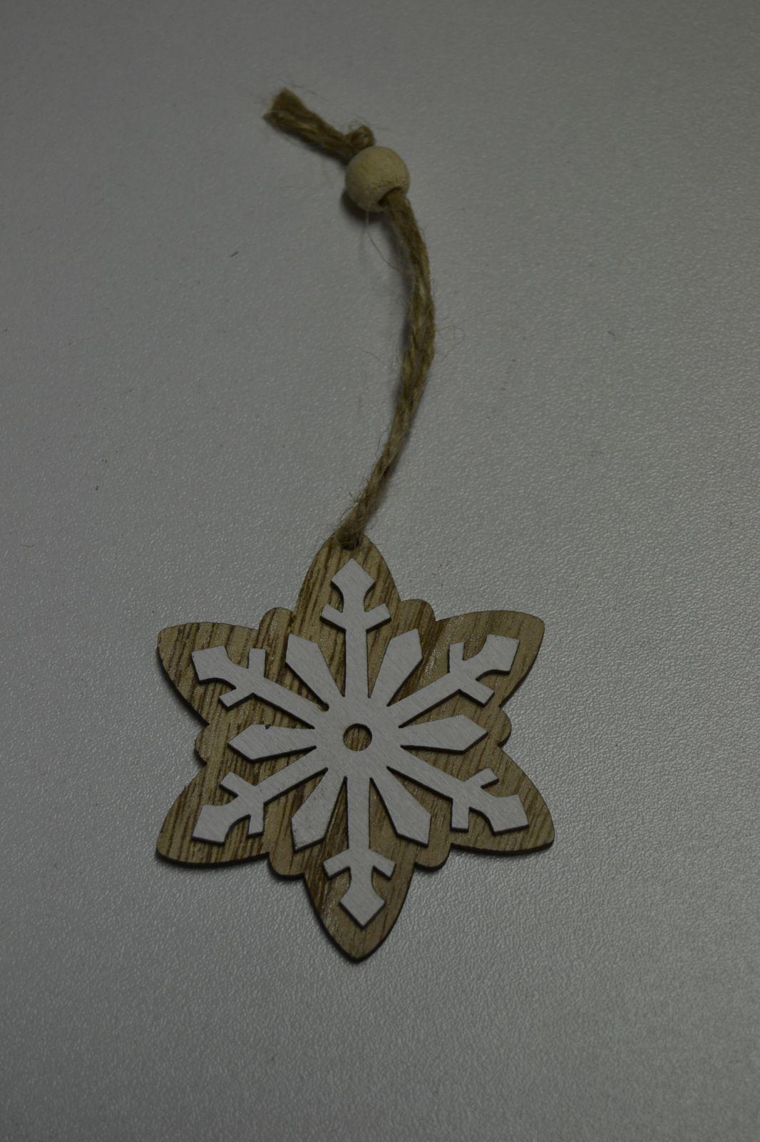 Vánoční ozdoba - dřevěná dekorace - závěsná vločka 01