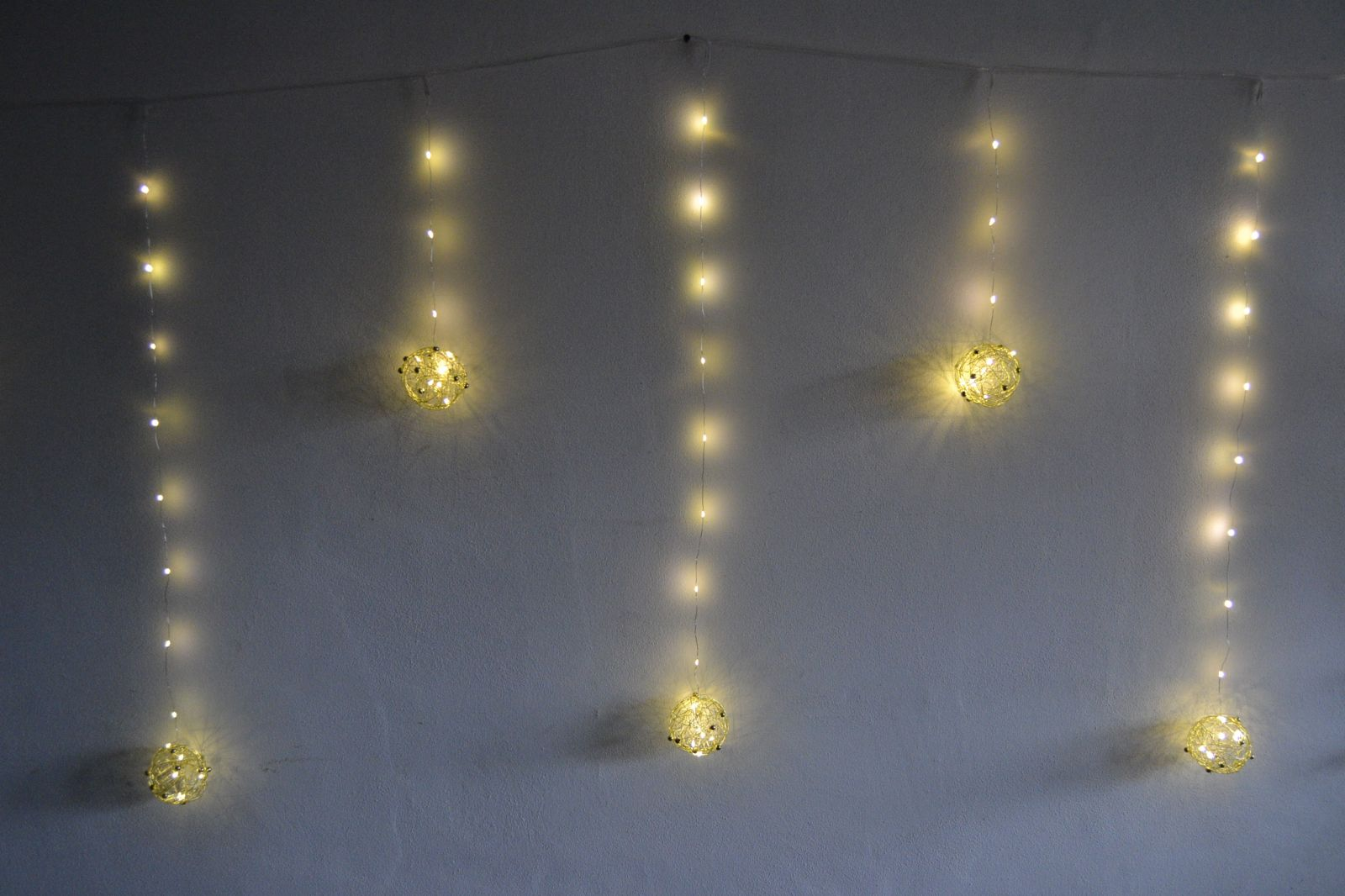 Venkovní vánoční osvětlení, závěs, koule - teple bílé - 196 led