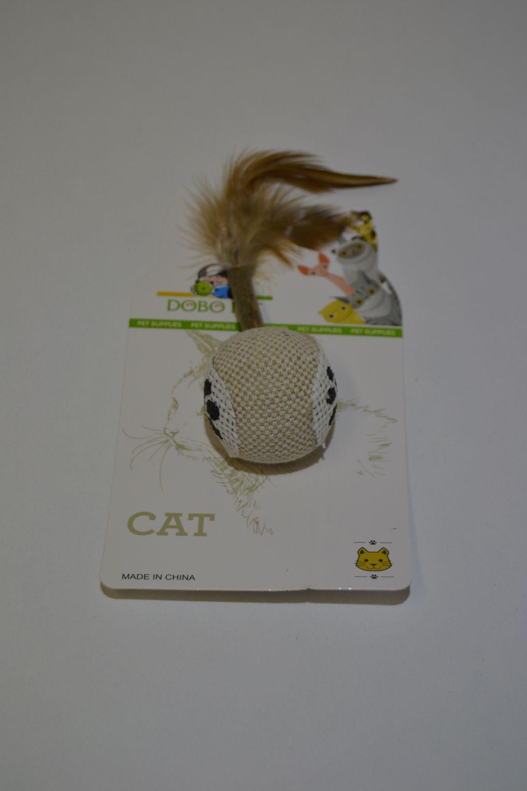 Hračka pro kočky - míček s peříčkem, vzor tlapky
