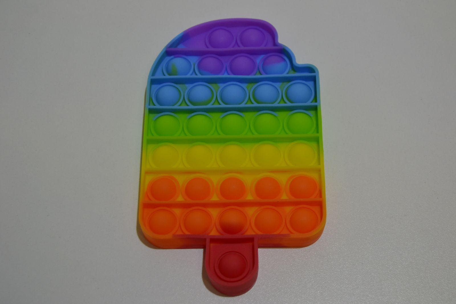Pop it - antistresová hračka duhový among us
