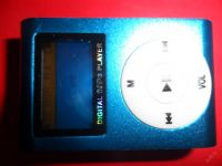 MINI MP3 PŘEHRÁVAČ 1, DISPLAY, 5 BAREV NA MICRO SD