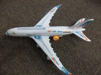 PLASTOVÉ LETADLO AIRBUS A380 NA BATERIE